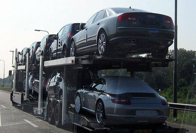 Audi S8 D3